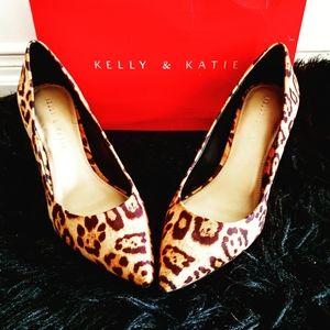 NWT Kelly & Katie Misha Pump